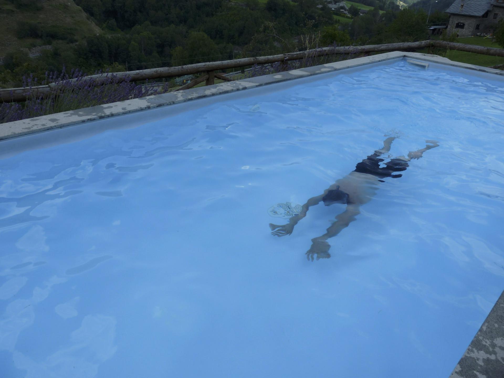 Piscina e area wellness esterna | La Fattoria di Roven